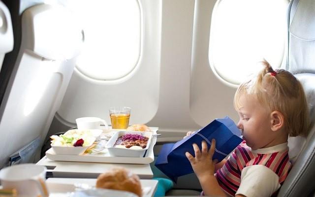 Sécurité des enfants voyageant seuls en avion