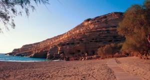 La magnifique plage Rouge sur l'île de Crète