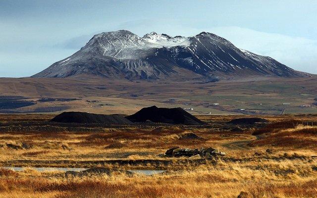 le puissant volcan hekla en islande. Black Bedroom Furniture Sets. Home Design Ideas