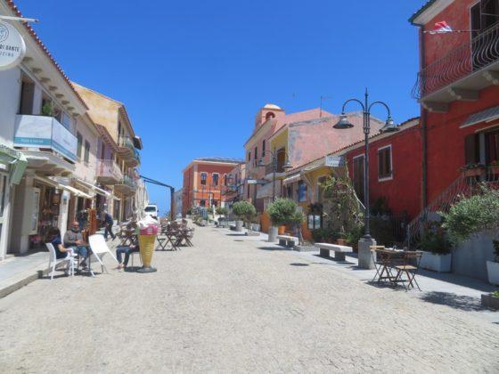 rue commerçante santa teresa di gallura
