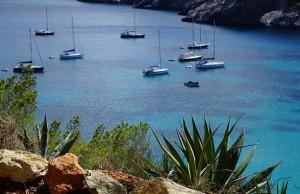 Partir à la découverte d'Ibiza en bateau