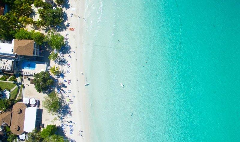 eaux turquoises seven mile beach