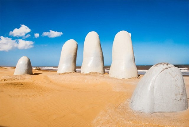 main geante playa brava