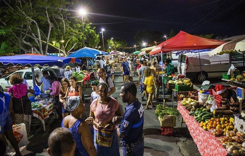 marché nocturne sainte anne guadeloupe