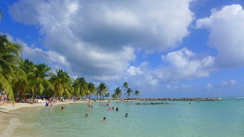plage sainte anne en guadeloupe