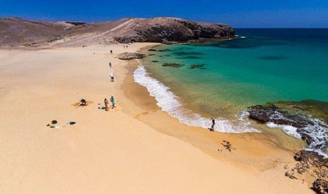 Playa de Puerto Muelas lanzarote