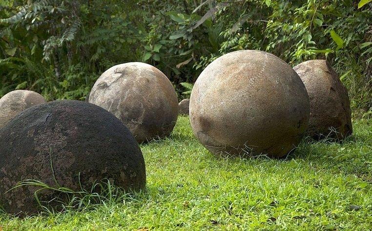 pierres sphériques isla del cano
