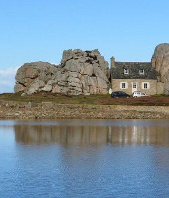 maison entre les rochers