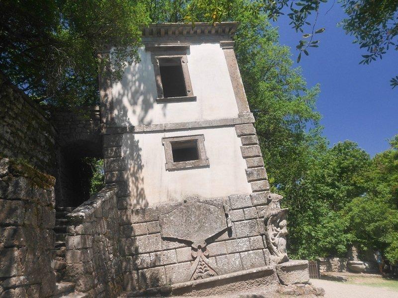 maison penchée bomarzo