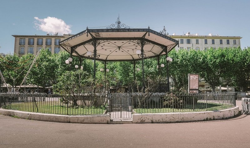 kiosque place saint nicolas