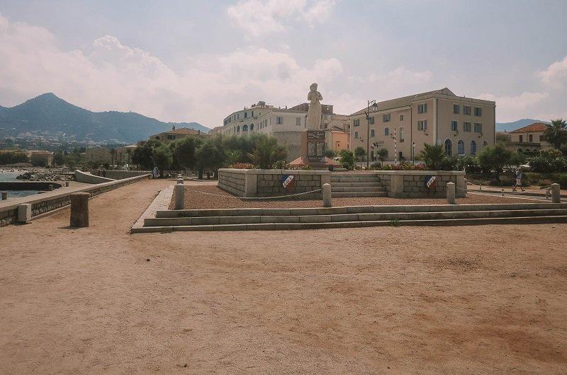 monument aux morts ile rousse