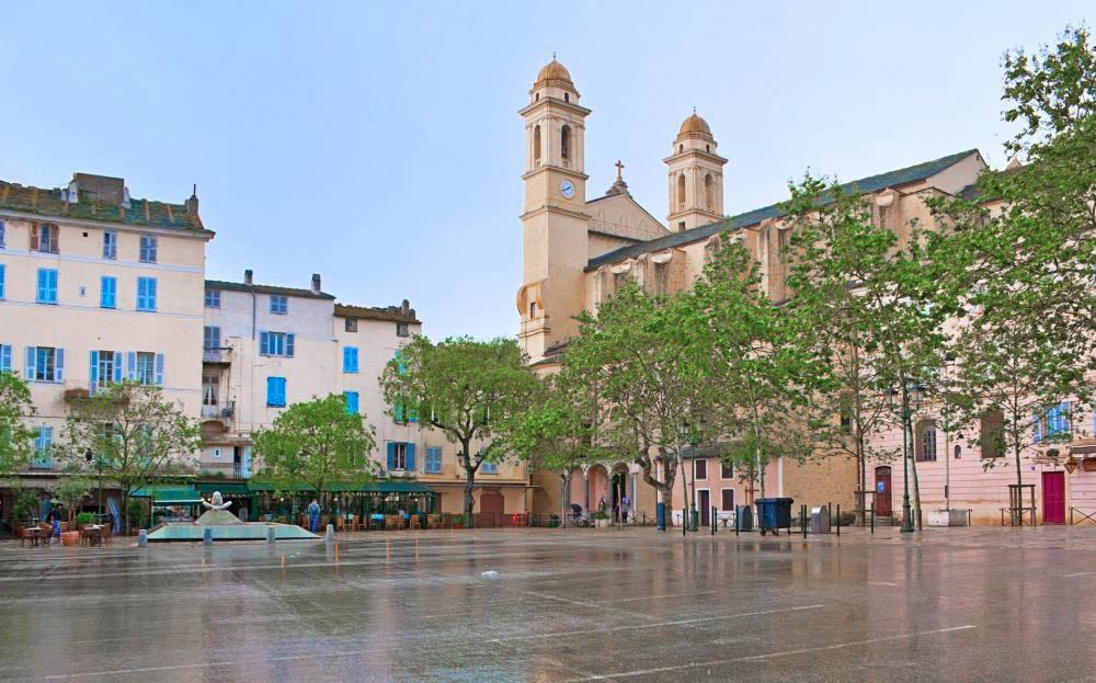 place du marché bastia