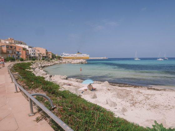plage centre ville ile rousse