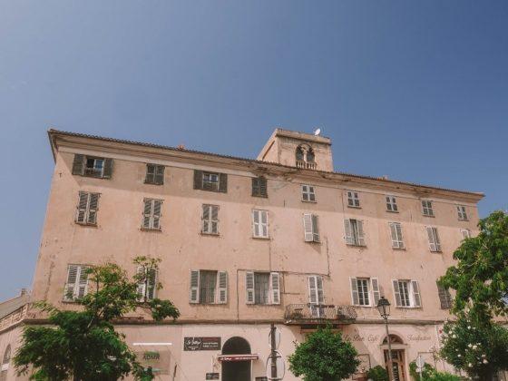 bâtiment ile rousse