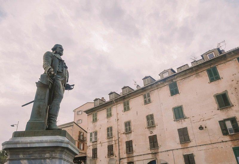 statue paoli corte