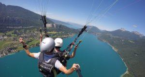 Faire du parapente au lac d'Annecy