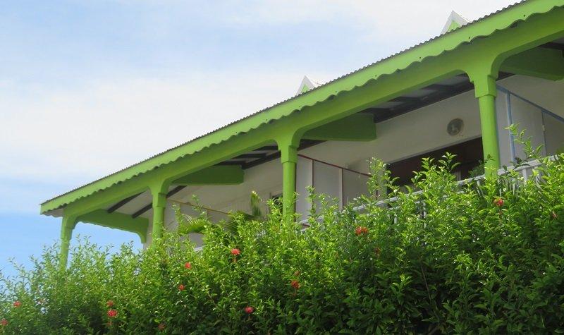 villa colorée guadeloupe