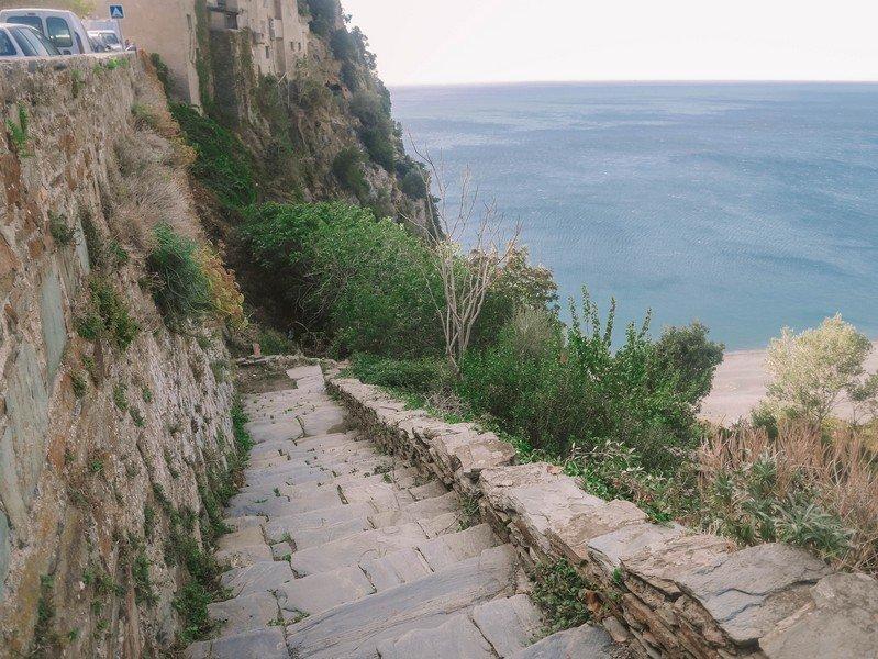escalier plage nonza