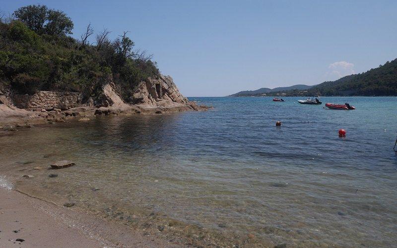 plage de canella rochers