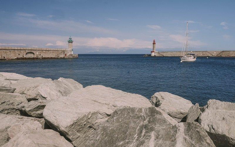 entrée vieux port deux tours bastia