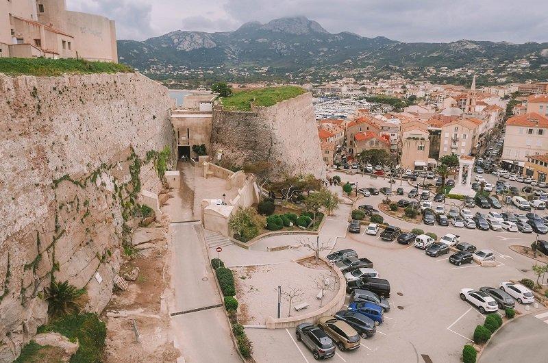 parking citadelle de Calvi