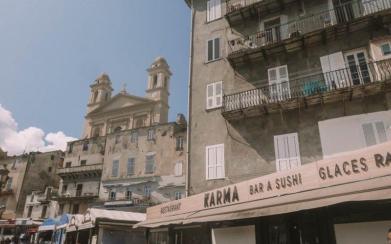rue du vieux port à bastia