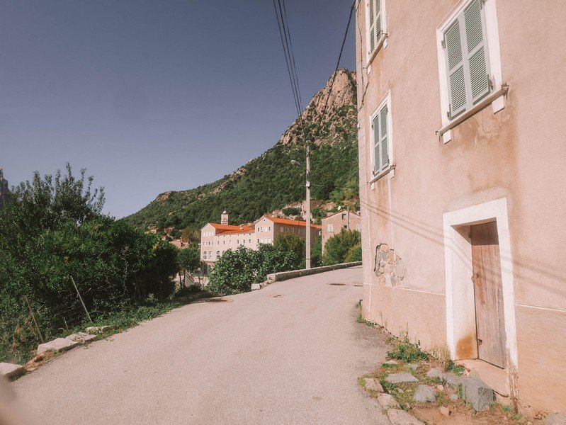 entrée village ota