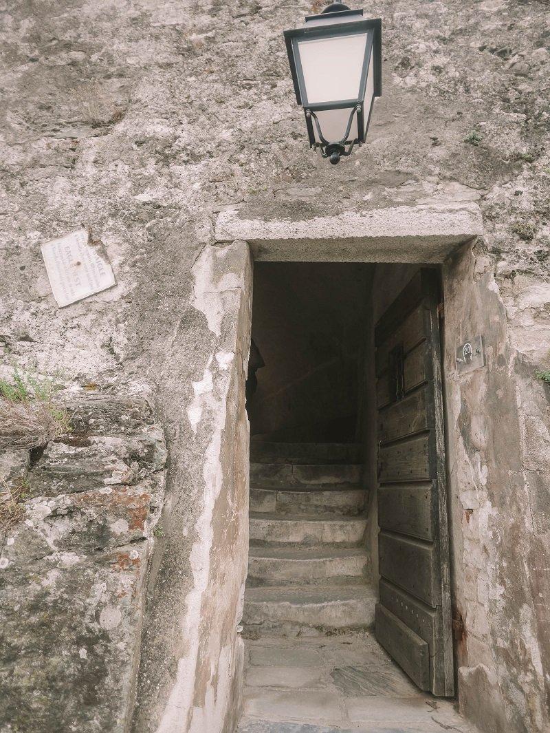 entrée chateau fort corte