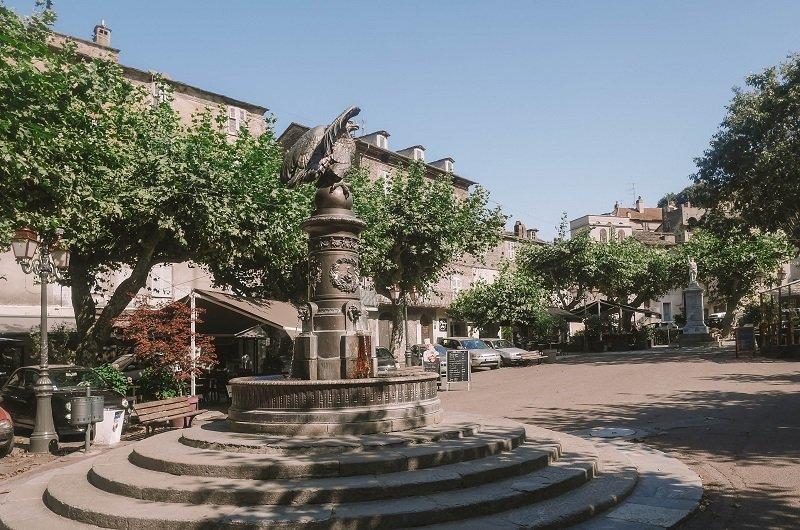 fontaine de l'aigle vescovato