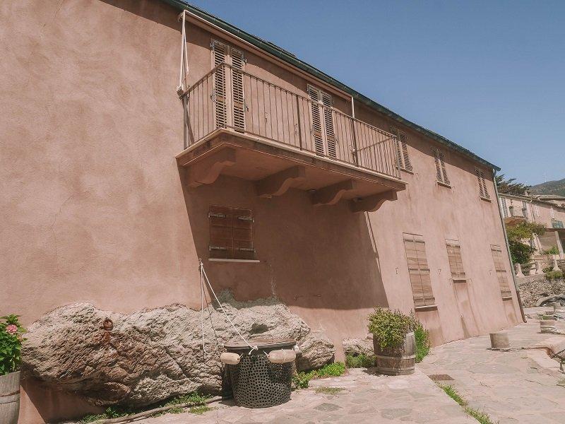 maison pastel port de centuri