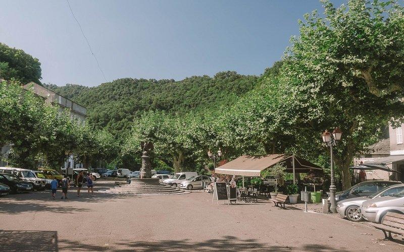 place centrale vescovato