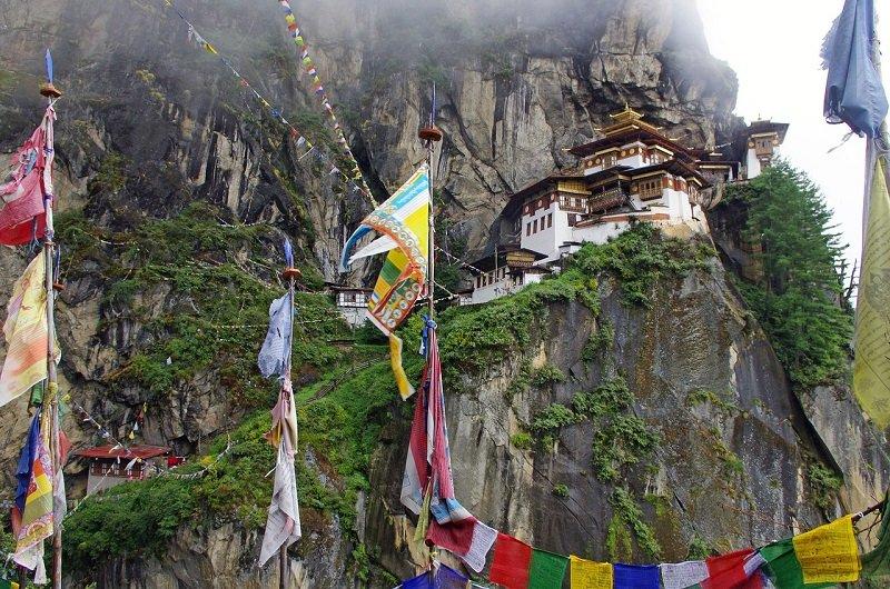 temple bhoutan trekking