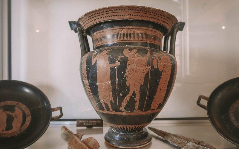 vase antique aleria