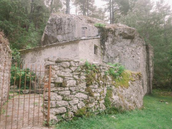 maison sous rocher restonica