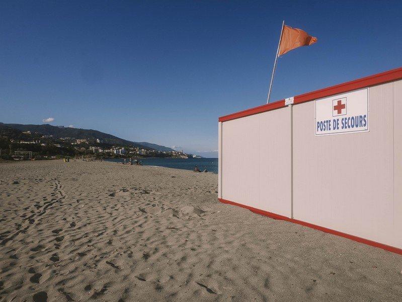 poste de secours plage arinella bastia