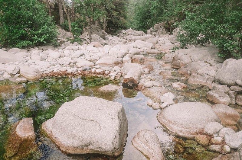 rochers rivière restonica