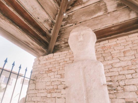 statue menhir propriano