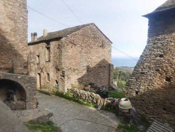 velone village
