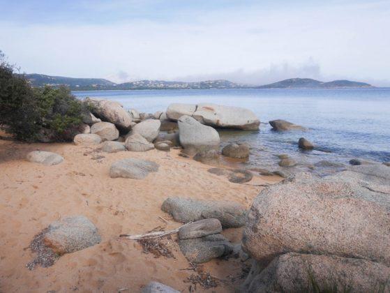 rochers plage corse