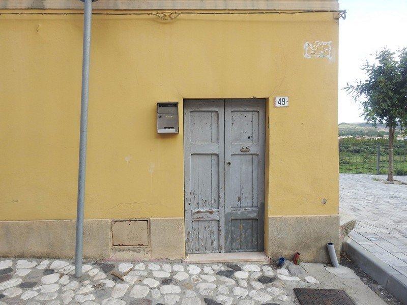 maison jaune sardaigne