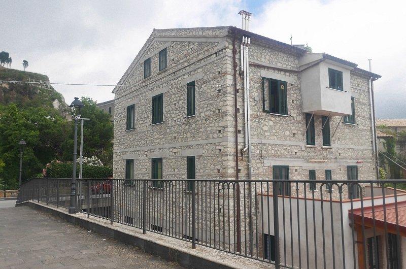 maison en pierre italie