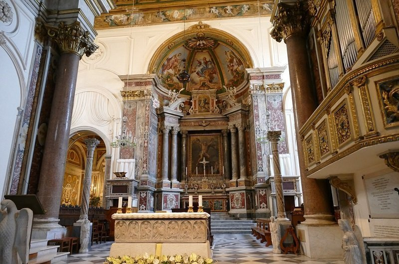 intérieur cathedrale amalfi