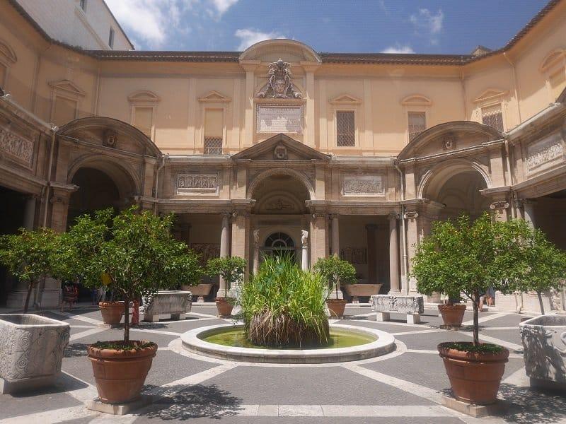 cour octogonale vatican
