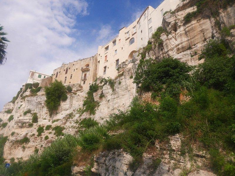 maisons falaise tropea