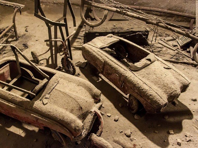 vieux jouets souterrain naples