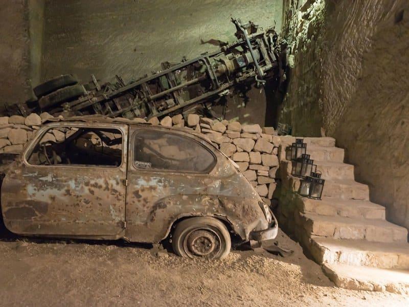voitures souterrain naples