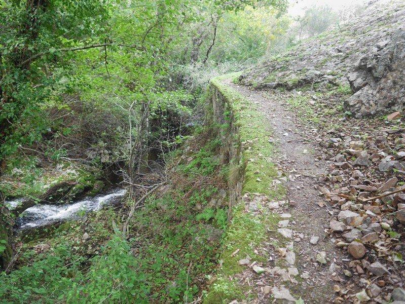 sentier barrage de calca