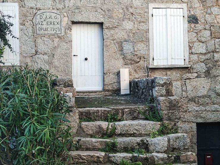 maison en pierre à sainte lucie de tallano