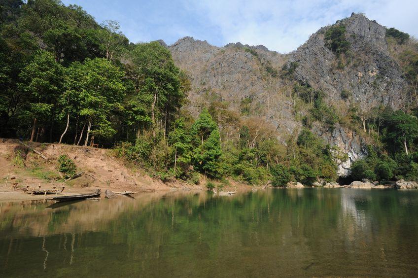 lac entrée grotte kong lor