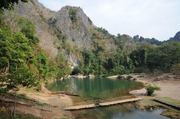 lac entrée grotte de kong lor